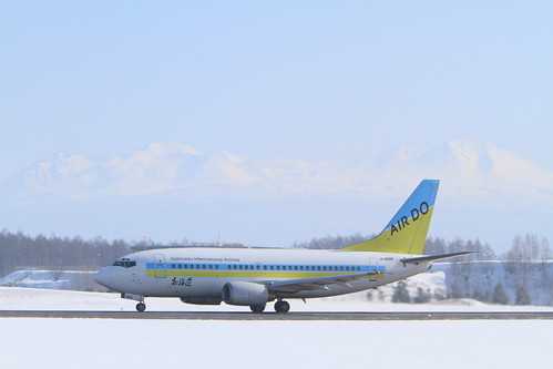 Skymark's B737-500 with snowly mountains
