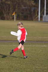 keeping an eye on the ball (grwsh.marcel) Tags: boy motion cold grass canon vent football wind soccer nine freezing 9 son telephoto pitch neuf e6 100400mm zoomlens zoon beweging neun 40d rkavv canon40d maqtthijs