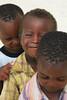 Ti regalo un sorriso / I'll give you a smile (AndreaPucci) Tags: africa smile children sand bambini sorriso zanzibar spiaggia canoneos400 canonefs1855mm3556 andreapucci