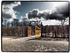 Das Goldene Tor (1elf12) Tags: hiwosomoshots hannover germany deutschland herrenhäusergärten orangenpaterre goldenestor grosergarten garden park gate wolken clouds mpf 7dwf