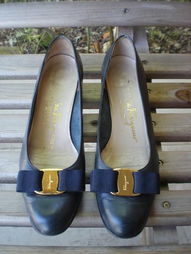 Etsy: Vintage Salvatore Ferragamo Gold Plate Bow Flats