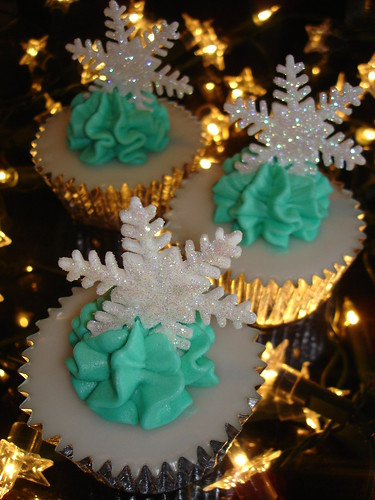 Blue & White Christmas Cupcakes 2