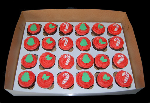 Christmas Tree Holly and Candy Cane Christmas Cupcakes