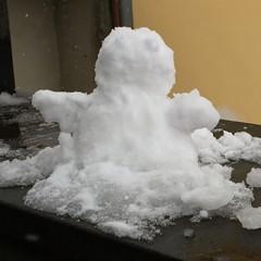 Ciao, io sono Gino! / Hi, my name is Gino! (cigno5!) Tags: white snow roma snowman eyes arms puppet occhi neve bianco solid lazio solido pupazzo braccia lariano canoneos1000d