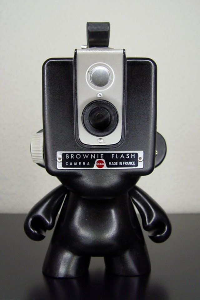 Kodak-Brownie-Hawkeye-Munny-by-EmaStudio_1