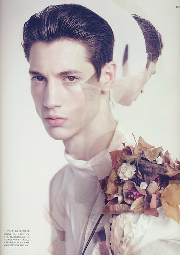 VOGUE HOMMES JAPAN4_5028_Nicholas Ripoll