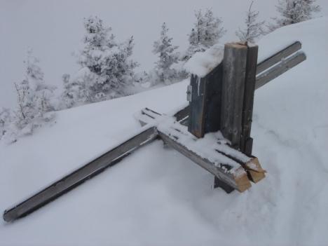 Croix sur les sommets des montagnes suisses