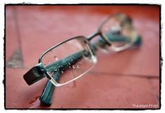 Gotitas (Trainspotting ML) Tags: espaa up closeup lluvia spain agua close gotas invierno gafas lente trainspotting melilla cristales lluvioso mojados trainspottingml melillatrainspotting fotografatrainspottinmelilla
