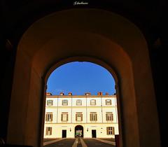 Guardare oltre / Look beyond (G.hostbuster (Gigi)) Tags: milan milano perspective courtyard palace prospettiva ghostbuster palazzoreale cortileinterno gigi49