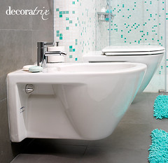 Estética moderna y juvenil (Decoratrix.com) Tags: bathroom toilet sanitarios inodoro bidé philippestark gresite porcelánico decoratrix espbaño capiso bañomoderno refbaños sanitariossuspendidos