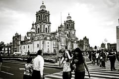 Zócalo (Krynowek Eine) Tags: canon rebel xt mexicocity downtown raw centro catedral adobe metropolitana zocalo turistas ciudaddeméxico historico capitalino lightroom3