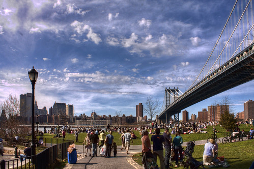 Brooklyn Bridge Park packed