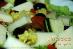 Ensalada con queso ({Manzanas Rojas R.} Raquel.) Tags: white verde green blanco tomato salad queso lettuce olives aceitunas tomate courgette ensalada lechuga calabacín manzanasrojasr