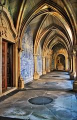 Claustro da Sé (_madmarx_) Tags: portugal stone architecture se arquitectura cathedral catedral porto tiles cloister pedra 2009 retocada piedra claustro canoneos450d azulexo madmarx