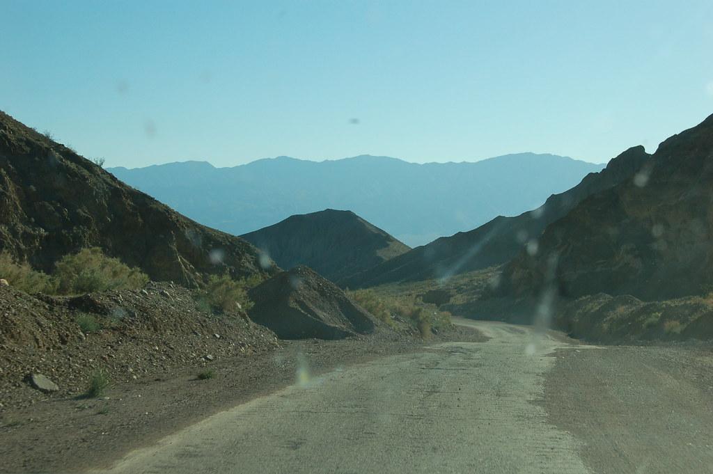 Snarveien ut av Death Valley ville vært dårlig standard til og med i Norge