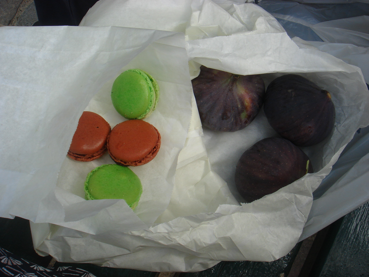 Figs and macaroons - a fine lunch!