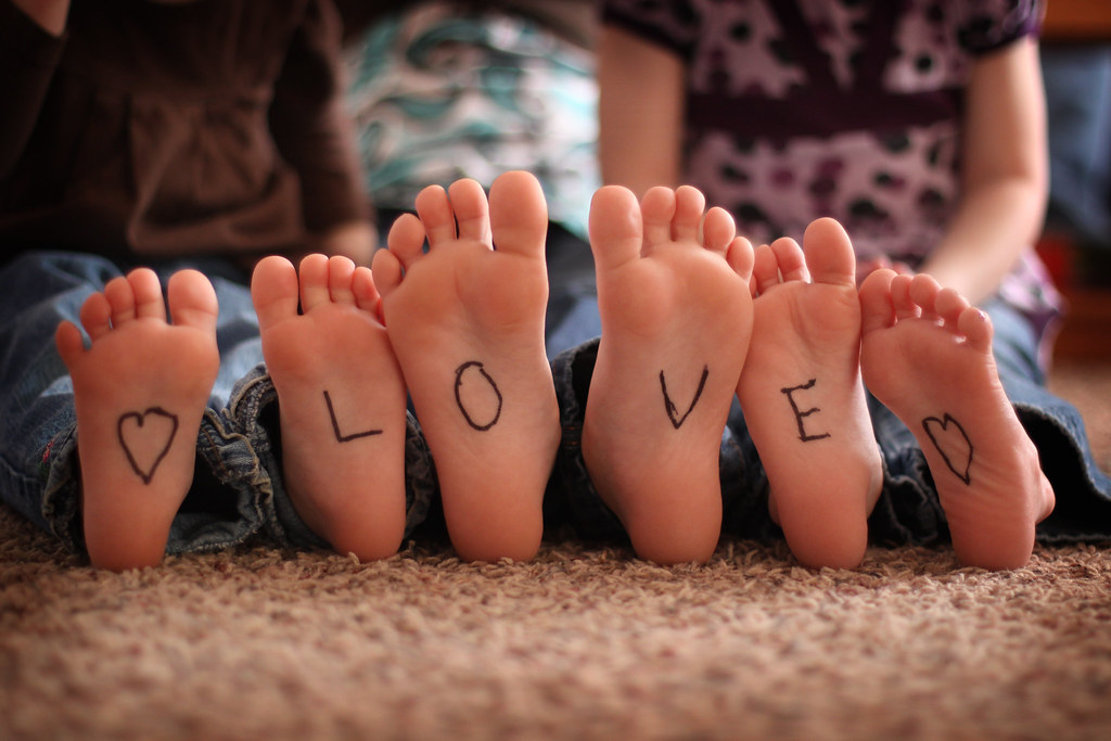 gotta love those tootsies! (by Leaca's Philosophy)