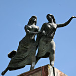 Cuenca: Escultura a Remigio Crespo Toral, Avenida Fray Vicente Solano