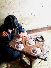 Metal worker in Swayambhunath, Kathmandu [kat01]