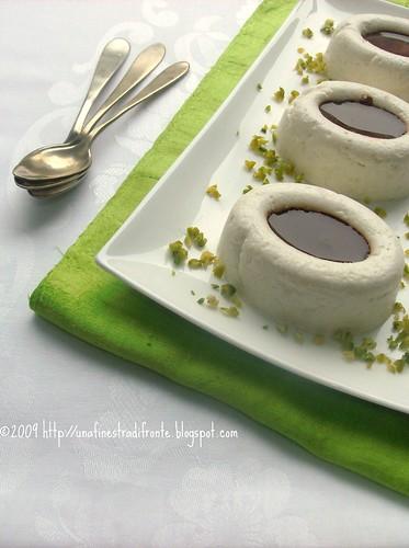 Spuma di halva ai pistacchi e salsa al cioccolato
