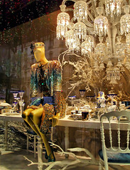 "19078- Christmas window display 2009 Paris store ""Le Printemps""  巴黎 파리 窗口显示 윈도우 디스플레이 (Rolye) Tags: christmas xmas paris france shopping photo yahoo store google mannequins magasin view image photos samsung www noel images best views dreams com fabulous noël windowdisplay sublime aol baidu thebest ops vitrine vitrines chistmas fenêtres cartepostale magasins leprintemps 巴黎 rêves postalcard 明信片 图像 파리 法国巴黎 nv7 automates marionnetes rolye"