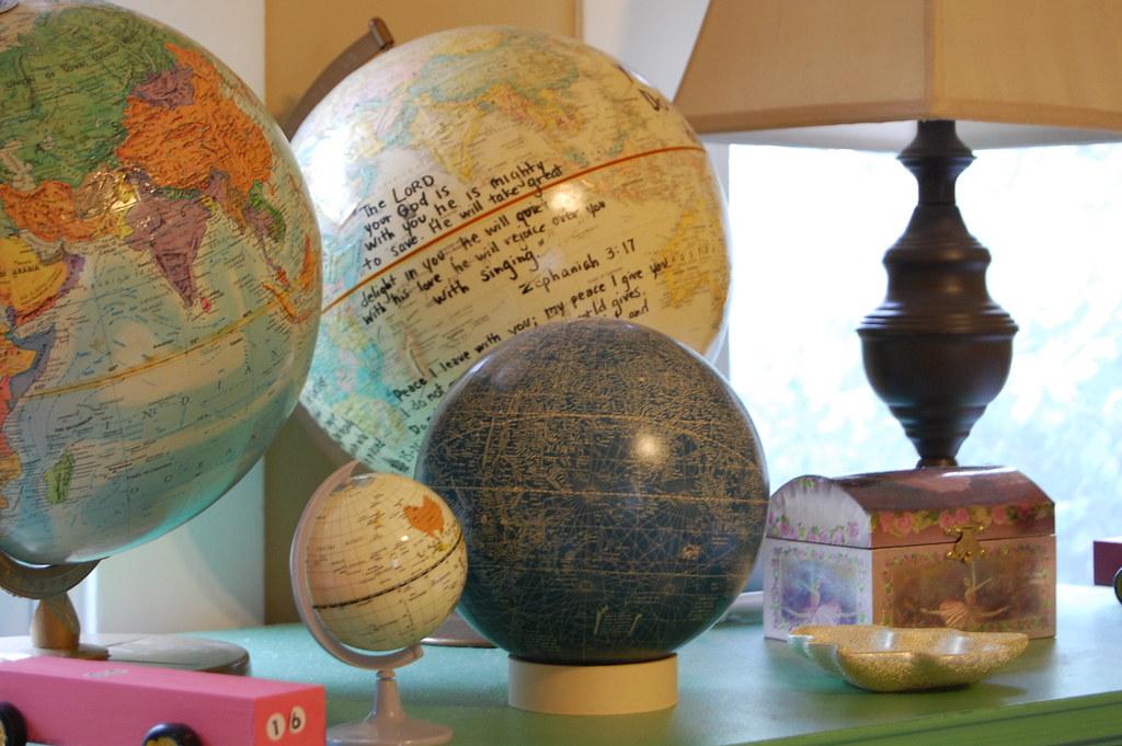 globes-kid's room