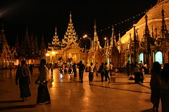 Shwegadon Night (io747) Tags: night gold nightshot sacral yangon holy ohhh myanmarburma estremit vanagram schwegadon