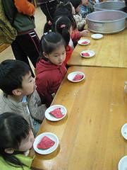 20100113-小朋友準備吃 (2)