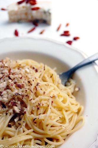 Spaghetti con gorgonzola piccante e nocciole