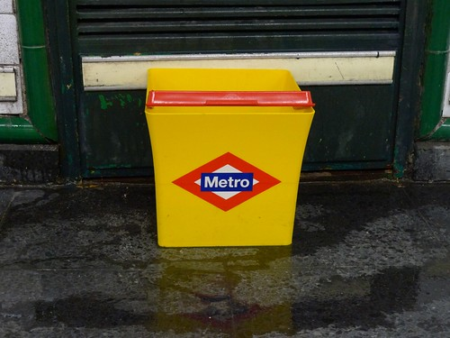 Cute branded Metro buckets, I want one!