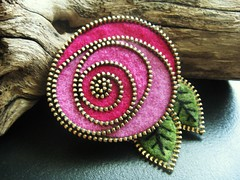 Pinks... (woolly  fabulous) Tags: pink flower rose pin brooch scottish jewelry felt zipper
