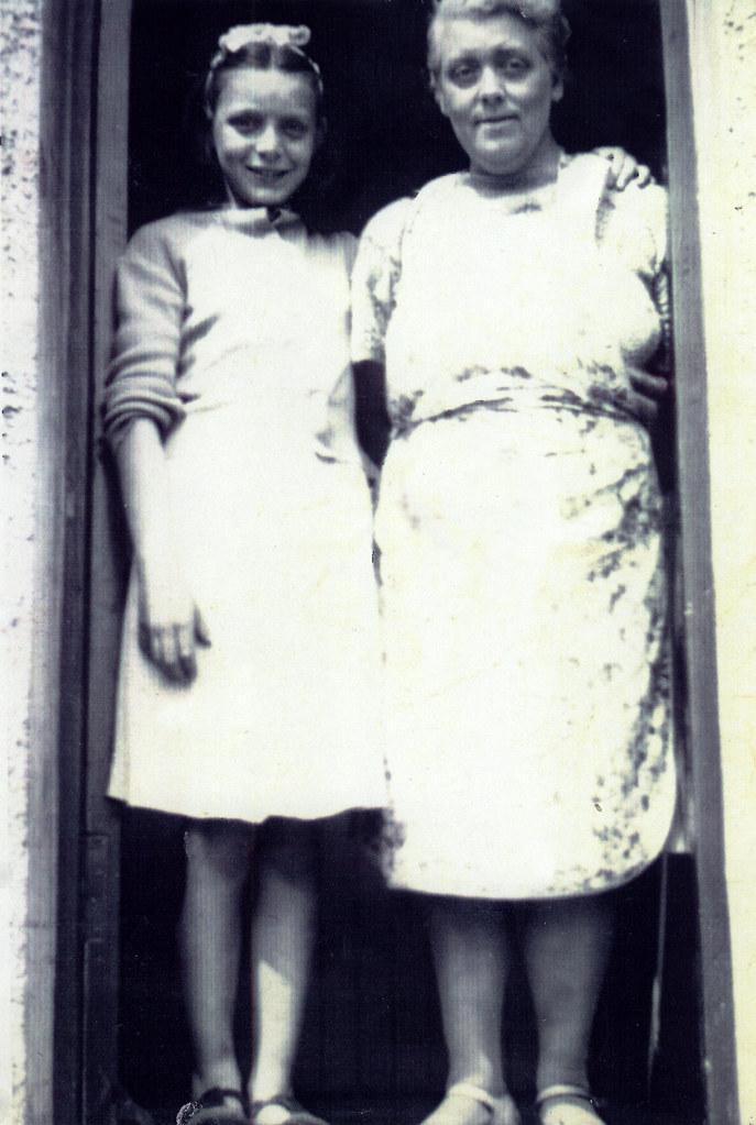 Violet McArthur and her daughter Violet, Torogay St, Milton, 1950.