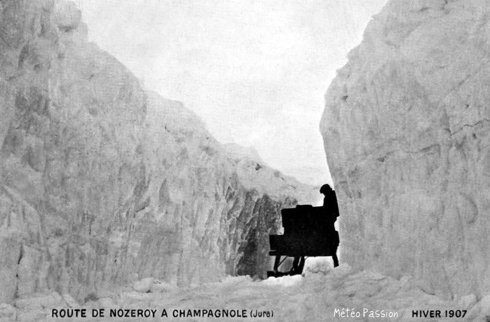 route de Nozeroy enneigée pendant l'hiver 1907