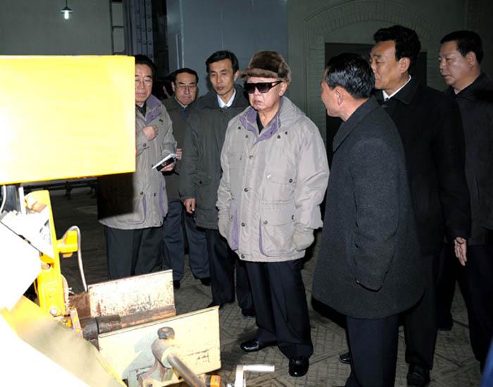 Полководец Ким Чен Ир на машиностроительных заводах