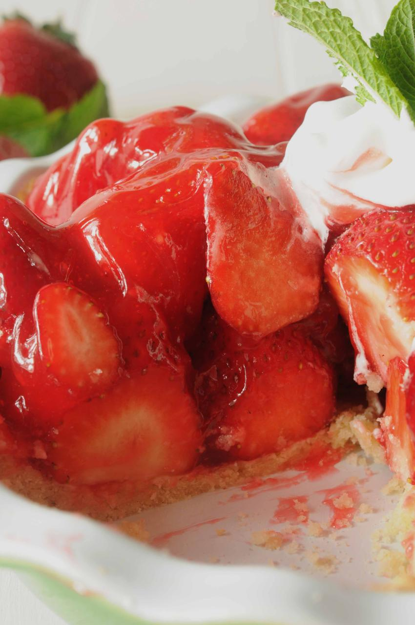 The BEST Glazed Fresh Strawberry Pie