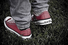 (Just Juls) Tags: grass star shoes all sneakers converse chucks fotoearth julinarashid