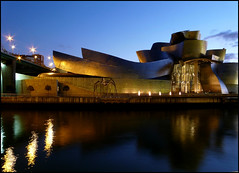 Guggenheim de Bilbao (Marga_D...) Tags: sky water museum architecture reflections lights spain arquitectura agua arte wave bilbao scenary nocturna architektur guggenheim museo colori notte architettura bilbo reflejos frankogehry reflexes architektura lahoraazul guggenheimdebilbao margaritaduroroca