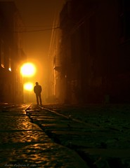 passeggiando nella  notte nebbiosa (Andrea Rapisarda) Tags: longexposure light halloween fog night walking geotagged scary mood atmosphere spooky sicily nebbia atmosfera notte sicilia notripod erice trapani misterioso passeggiata mistero nohdr fourthird minimalediting quattroterzi posalunga rapis60 andrearapisarda olympuse620 geo:lat=38036099 geo:lon=1258905
