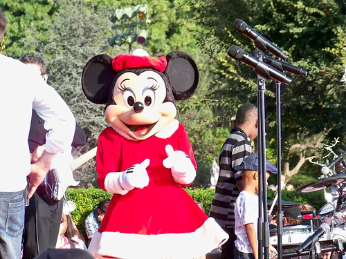 Minnie Mouse stops by to say hello before Stevie Wonder's performance!