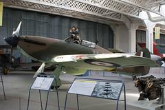 Z2315 - Imperial War Museum - Hawker Hurricane IIB - Duxford - 091108 - Steven Gray - IMG_4077
