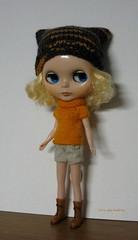 Light orange and grey set (sweater & hat) for Blythe: elegantly cosy!