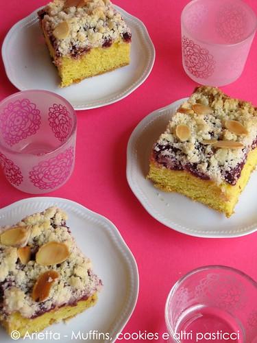 Coffee-cake con ciliegie e mandorle