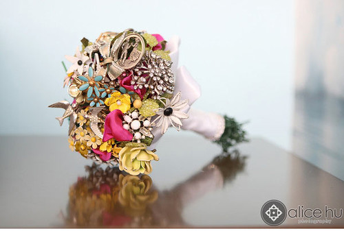 vintage-brooch-nonfloral-bouquets4