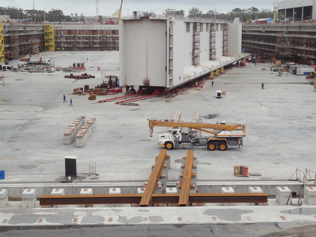 Porta batel pesa 2 mil toneladas. Em 11 dias deve estar na posição final. Crédito: Divulgação