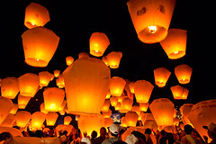 Sky Lanterns Releasing  (olvwu | ) Tags: sky cloud holiday night fun fly warm hotair release joy balloon ceremony taiwan happiness newyear celebration taipei lantern  float  joyful lanternfestival lunarnewyear shifen    pingsi newyearcelebration yuanxiao  wishcometrue pingxi taipeicounty frie upinthesky jungpangwu oliverwu oliverjpwu  skylantern   yuanxiaofestival olvwu makewish skylanternfestival  kongminglantern jungpang pingxiskylanternfestival pingsitownship fifteenthdayoflunarnewyear  shifenskylanternplaza pingxitownship prayforfortune