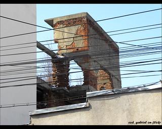 Ruine pe strada Buzeşti, în spatele hotelului Marna
