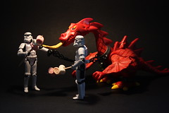 Toasting Marshmallows, the Awesome Way (Stfan) Tags: toy actionfigure fire starwars dragon candy stormtroopers marshmallow stormtrooper playmobil hasbro toasting stormtroopers365