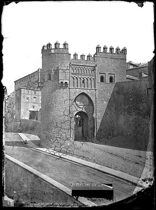 Puerta del Sol en el el siglo XIX. Fotografía de Casiano Alguacil