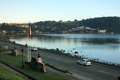 Puerto Varas bay (Luciano Beraldo) Tags: chile city summer lake bay south german verano verão puertovaras llanquehue