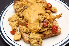 scrambled tofu with nacho cheeze sauce